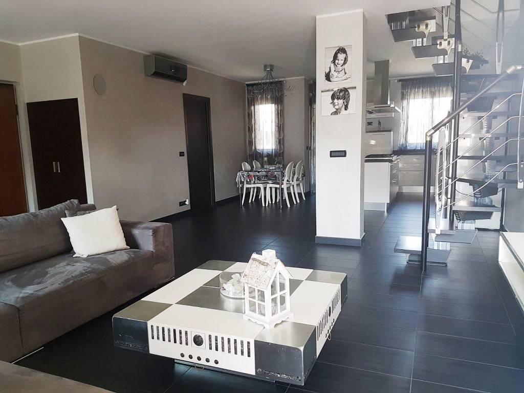 Appartamento in ottime condizioni arredato in affitto Rif. 7946506