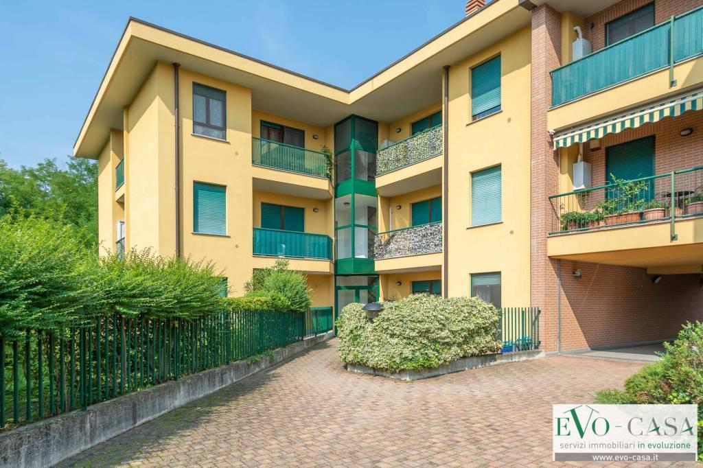 Appartamento di tre locali e doppi servizi al piano primo