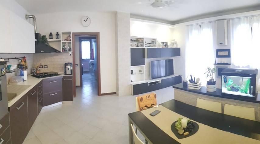 Appartamento in buone condizioni in vendita Rif. 7966973