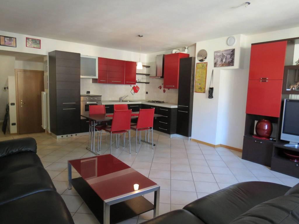 Appartamento in ottime condizioni arredato in vendita Rif. 7964063