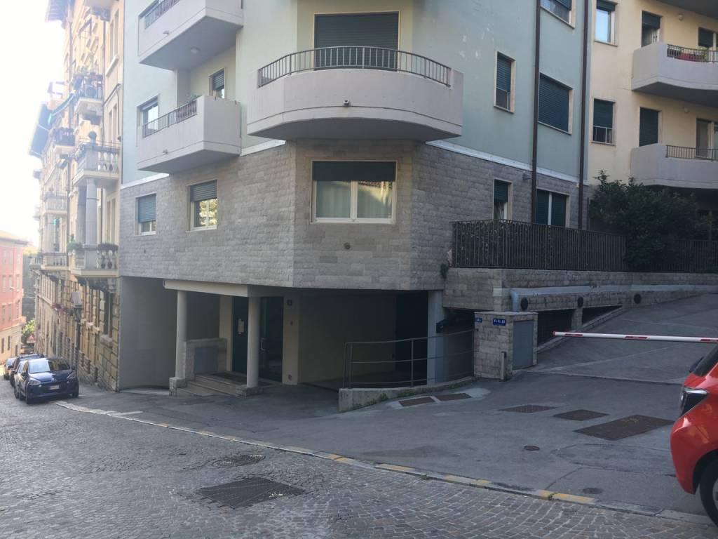 0565 - BOX VIA DI SCORCOLA BASSA