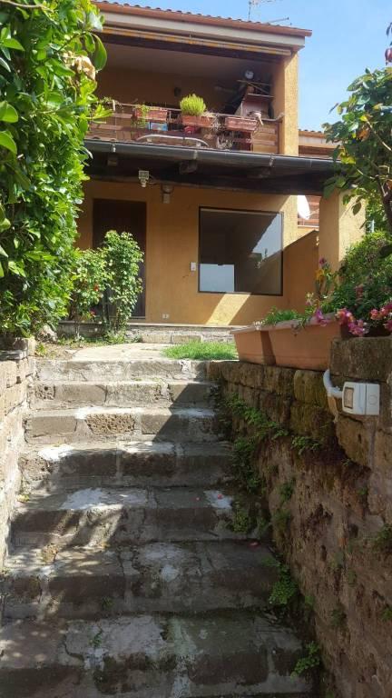 Villetta a schiera in buone condizioni parzialmente arredato in affitto Rif. 7969438