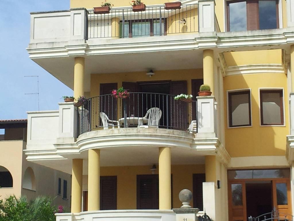 Appartamento in ottime condizioni arredato in affitto Rif. 7971675
