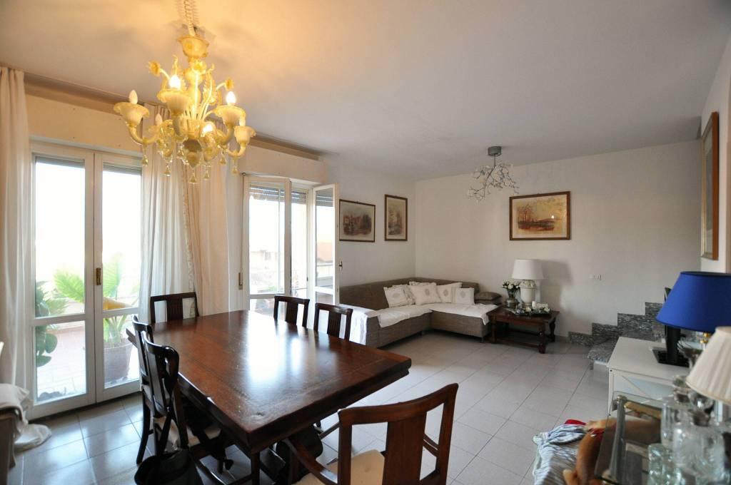 Appartamento in buone condizioni in vendita Rif. 8490330