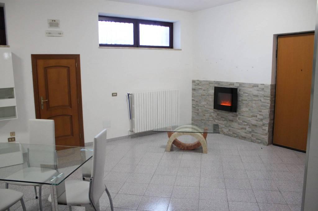 Appartamento in ottime condizioni arredato in affitto Rif. 7889096