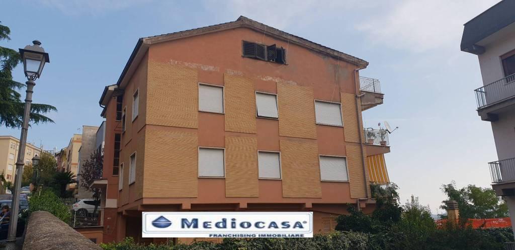 Appartamento in buone condizioni arredato in affitto Rif. 7966144