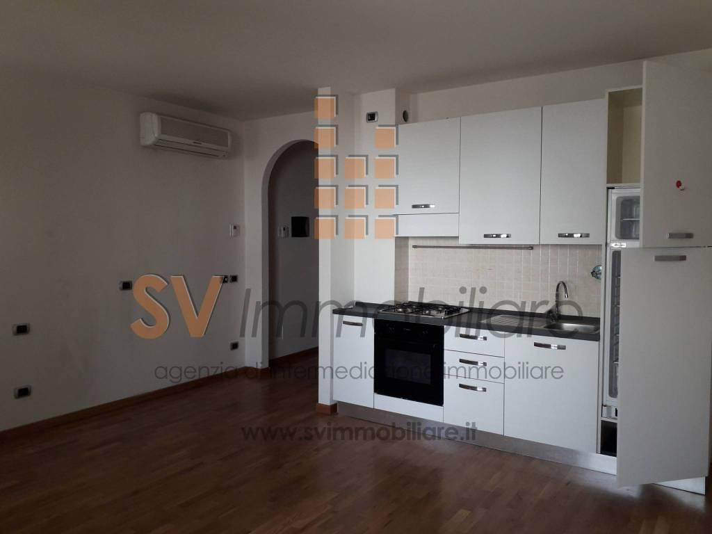 Appartamento in ottime condizioni parzialmente arredato in vendita Rif. 7949462