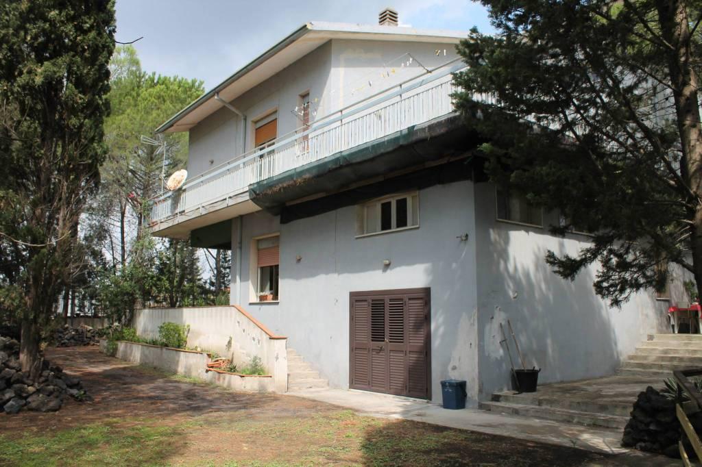 Villa in Vendita a Belpasso Centro: 5 locali, 300 mq