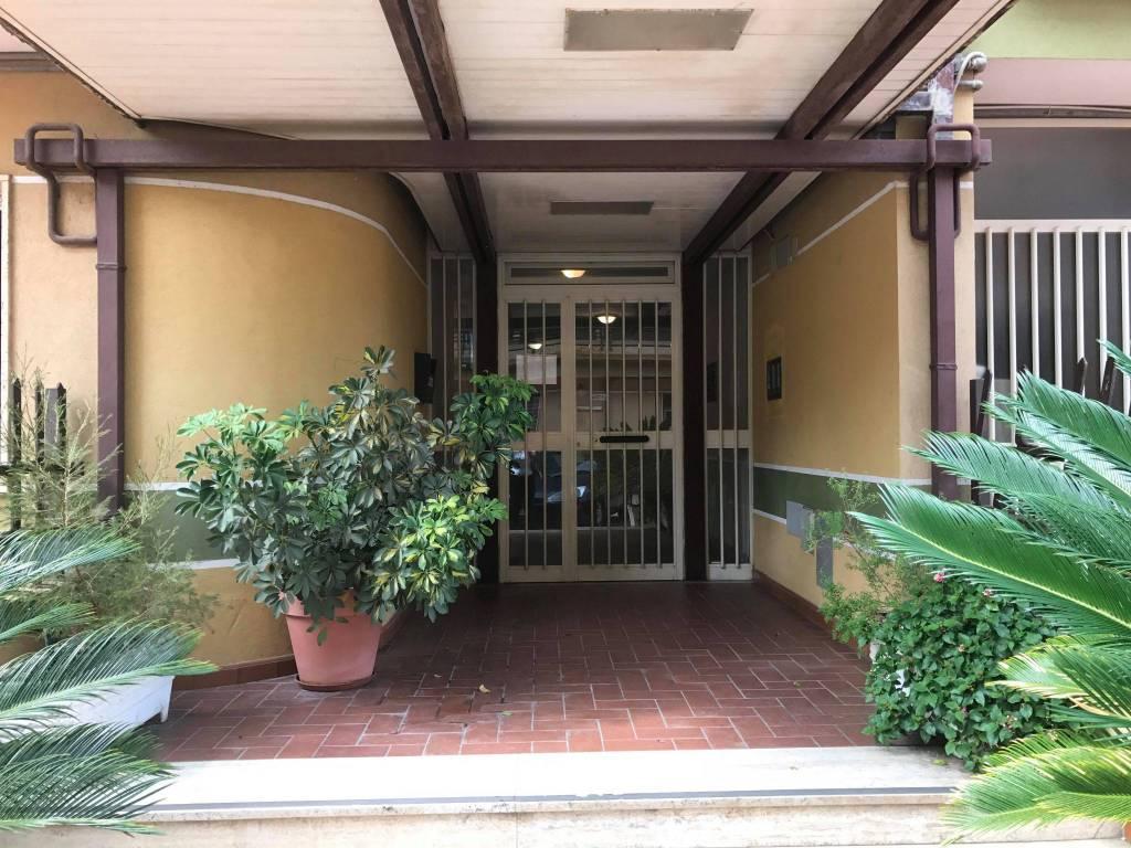 Appartamento in buone condizioni arredato in affitto Rif. 8413358