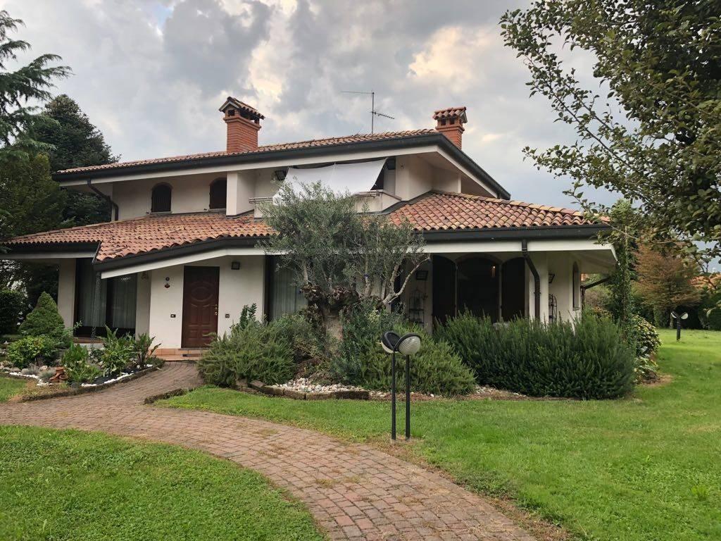 Villa in vendita a Fara Gera d'Adda, 6 locali, prezzo € 399.000 | CambioCasa.it