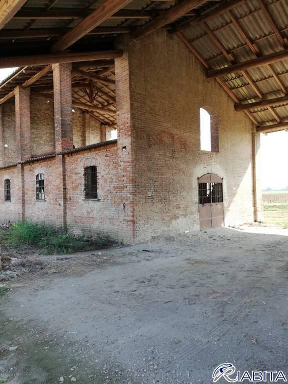 Rustico in Vendita a San Giorgio Piacentino Periferia: 450 mq