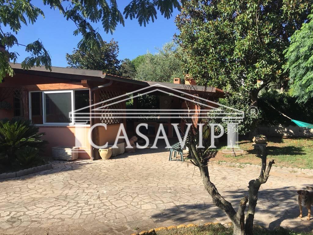 Villa in vendita a Sabaudia, 7 locali, prezzo € 260.000 | CambioCasa.it
