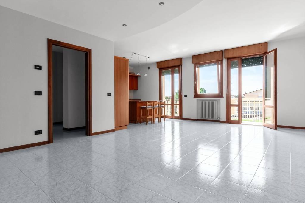 Appartamento in buone condizioni parzialmente arredato in vendita Rif. 7347202