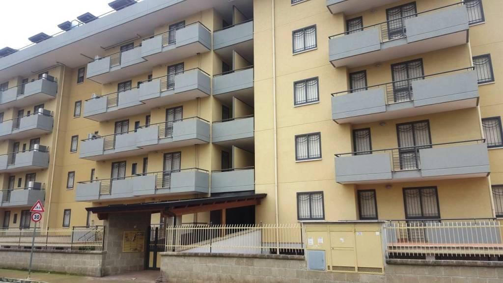 Appartamento di ampia metratura, 4 vani con terrazzo