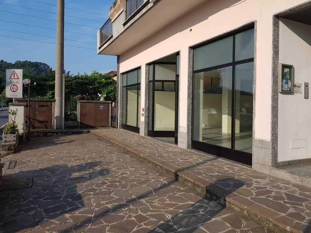 Negozio / Locale in affitto a Albano Sant'Alessandro, 1 locali, prezzo € 1.400 | CambioCasa.it