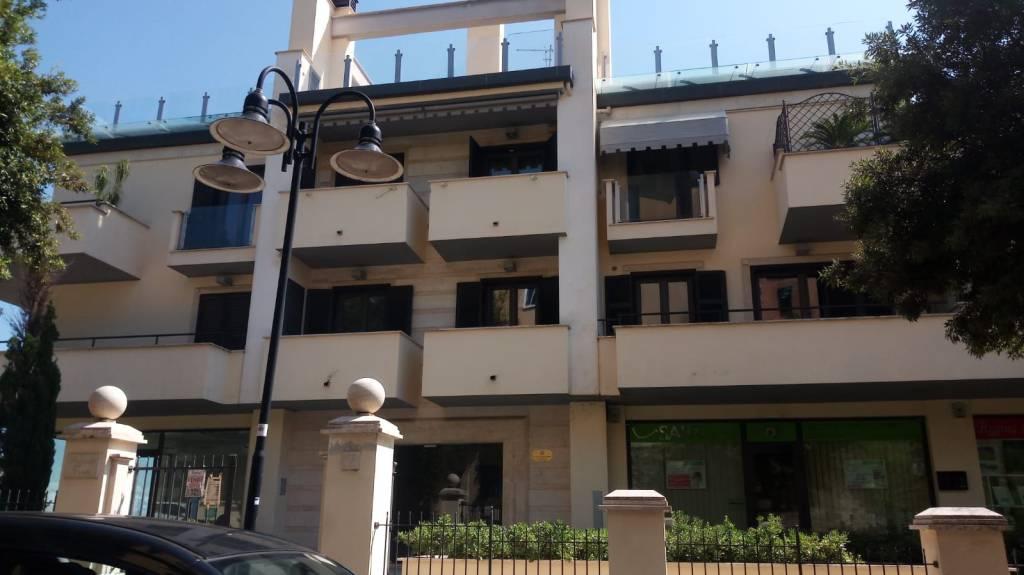 Appartamento in ottime condizioni arredato in affitto Rif. 7970526