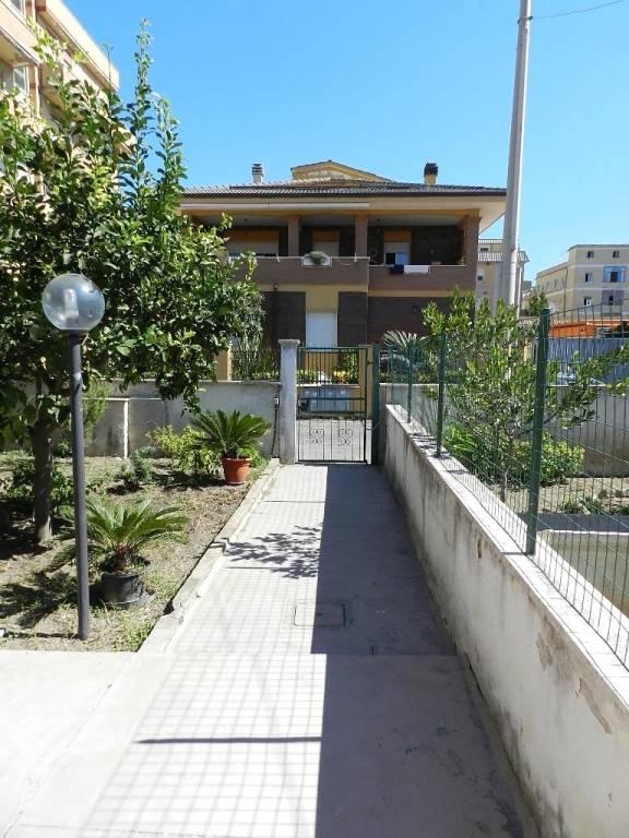 Appartamento in buone condizioni arredato in affitto Rif. 7964286