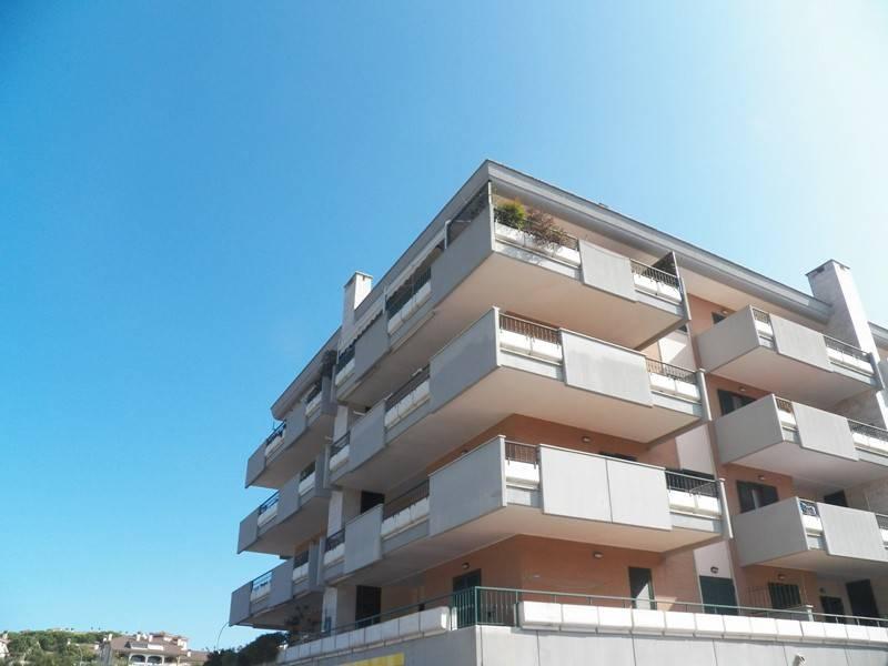 Appartamento in buone condizioni parzialmente arredato in affitto Rif. 7963917