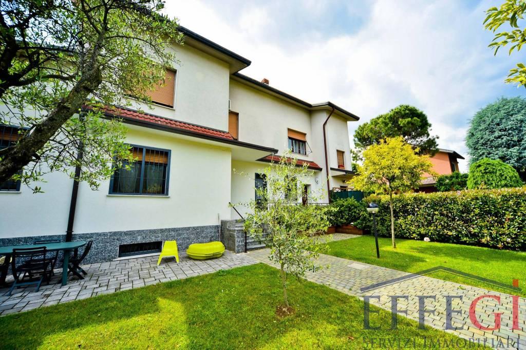 Appartamento in ottime condizioni in vendita Rif. 7967763