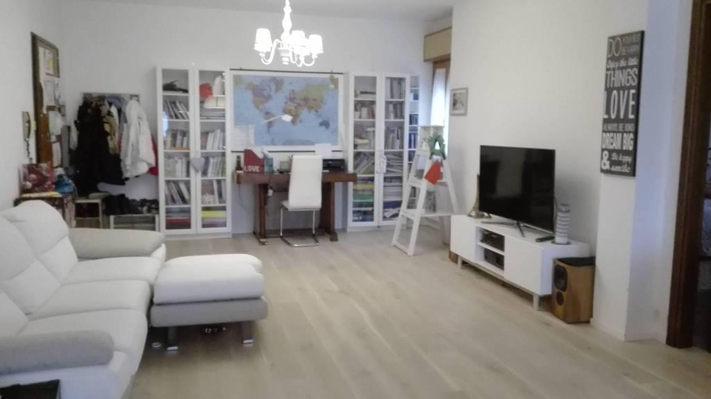 Appartamento in ottime condizioni parzialmente arredato in vendita Rif. 7992246
