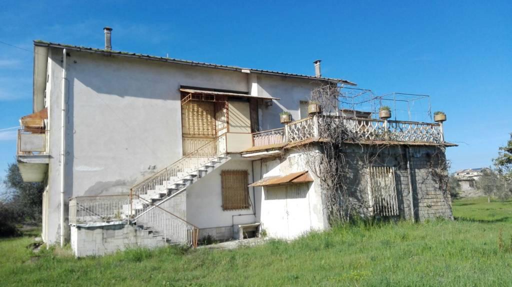 Martinsicuro casa con terreno commerciale/agricolo