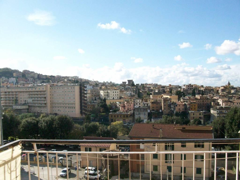 Appartamento in buone condizioni in affitto Rif. 7994894