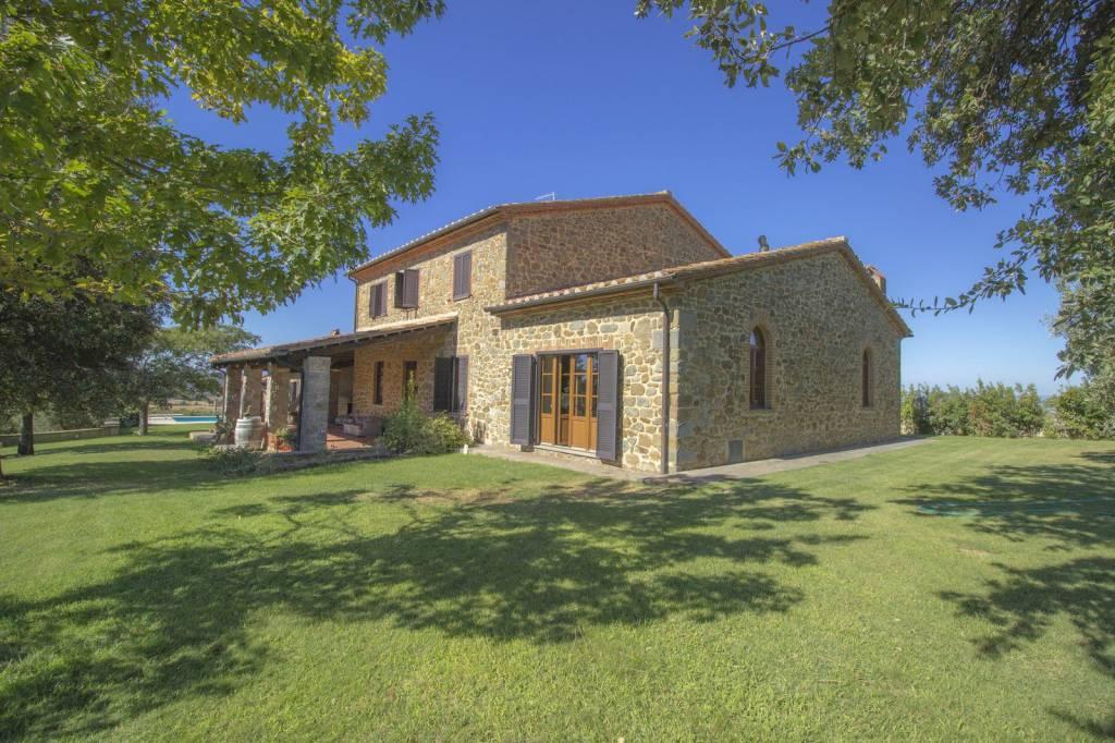 Casale panoramico con piscina vigna oliveto
