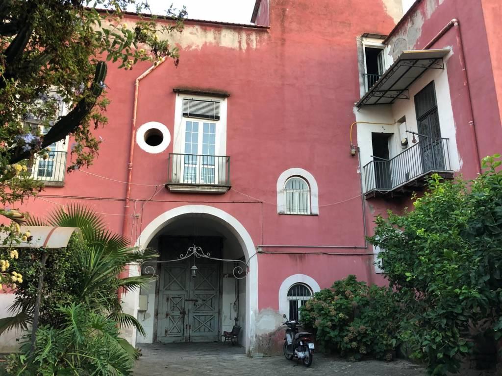Stabile in vendita 12 vani 533 mq.  via Giambattista Vela 332 Napoli