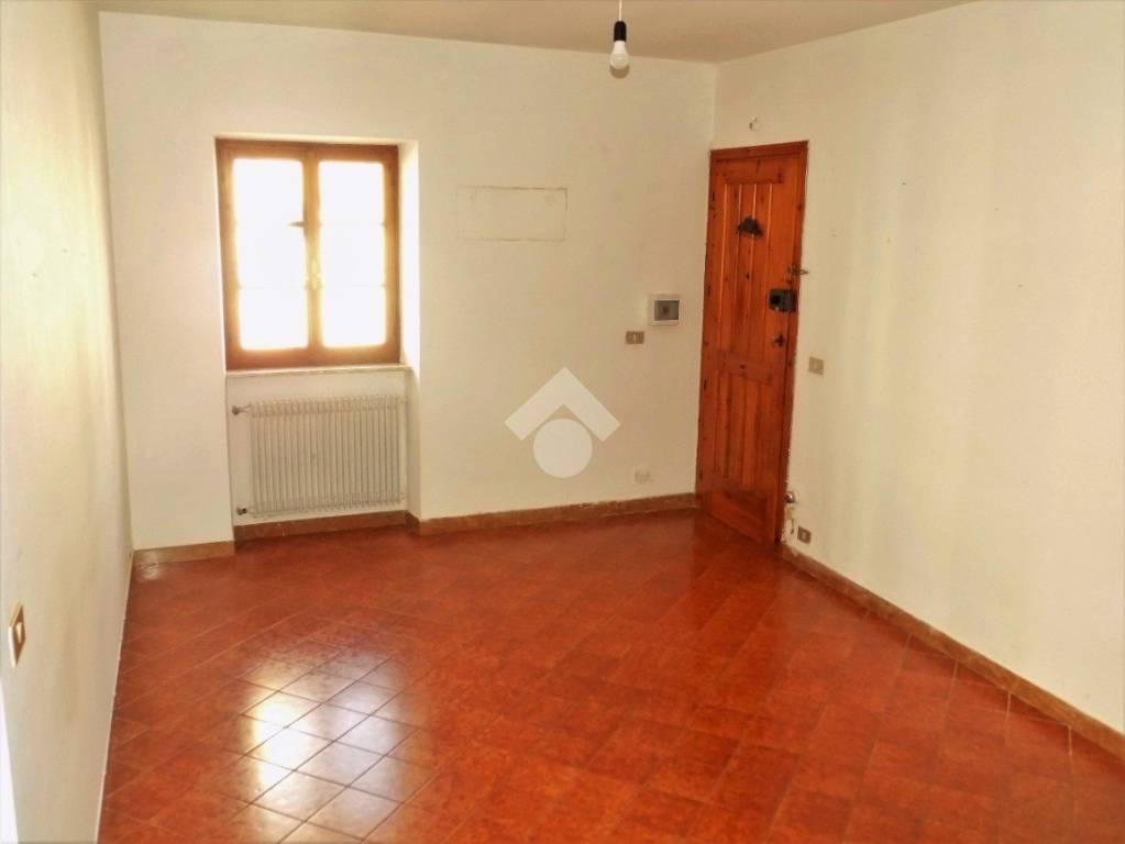 Appartamento in buone condizioni in vendita Rif. 9179620