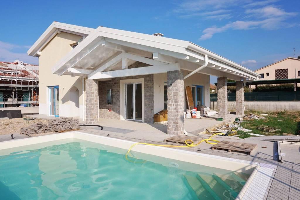 Villa in vendita a Sirmione, 6 locali, prezzo € 650.000 | PortaleAgenzieImmobiliari.it