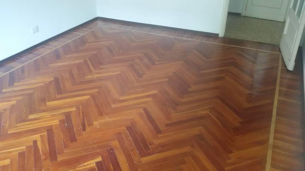 Appartamento in buone condizioni in affitto Rif. 8494685