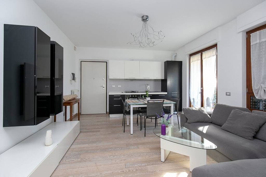 Appartamento in ottime condizioni arredato in vendita Rif. 7989328