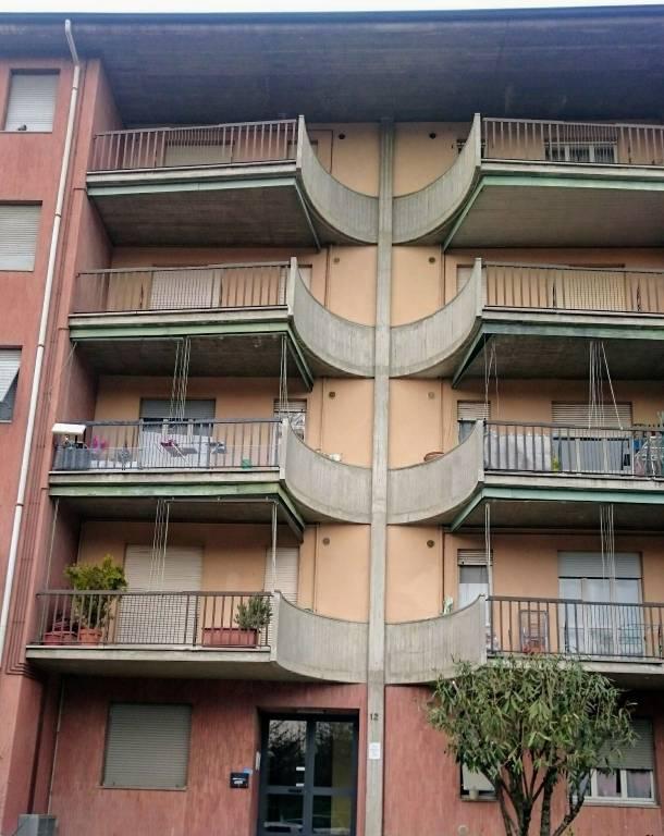 Bergamo ampio bilocale arredato con cantina e autorimessa.