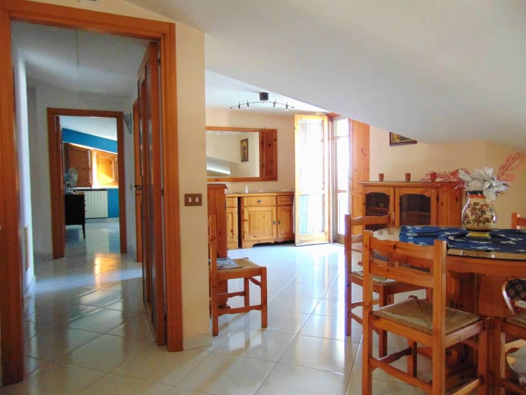 Appartamento in buone condizioni arredato in vendita Rif. 7994290