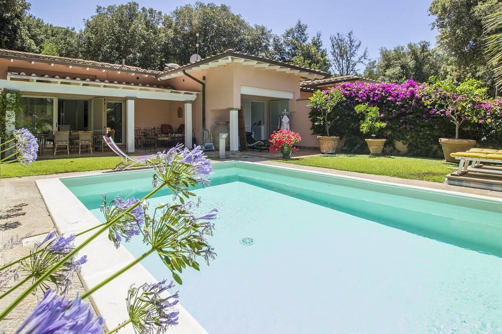 Villa con piscina 100 metri dal mare