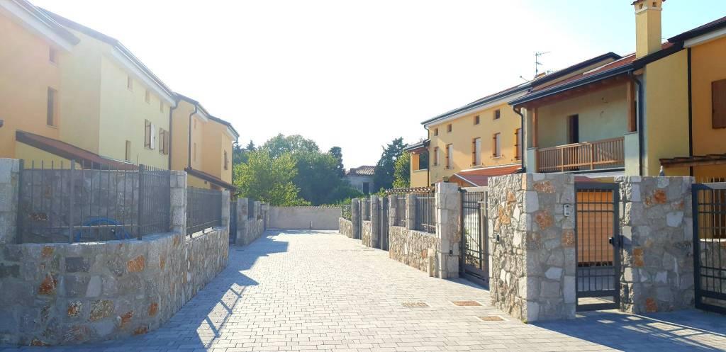 Villa primo ingresso, posto auto, giardino, taverna