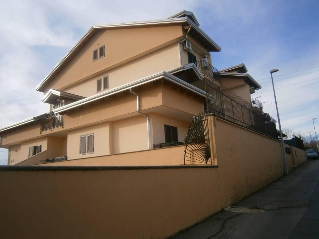 Appartamento in ottime condizioni in affitto Rif. 8549744