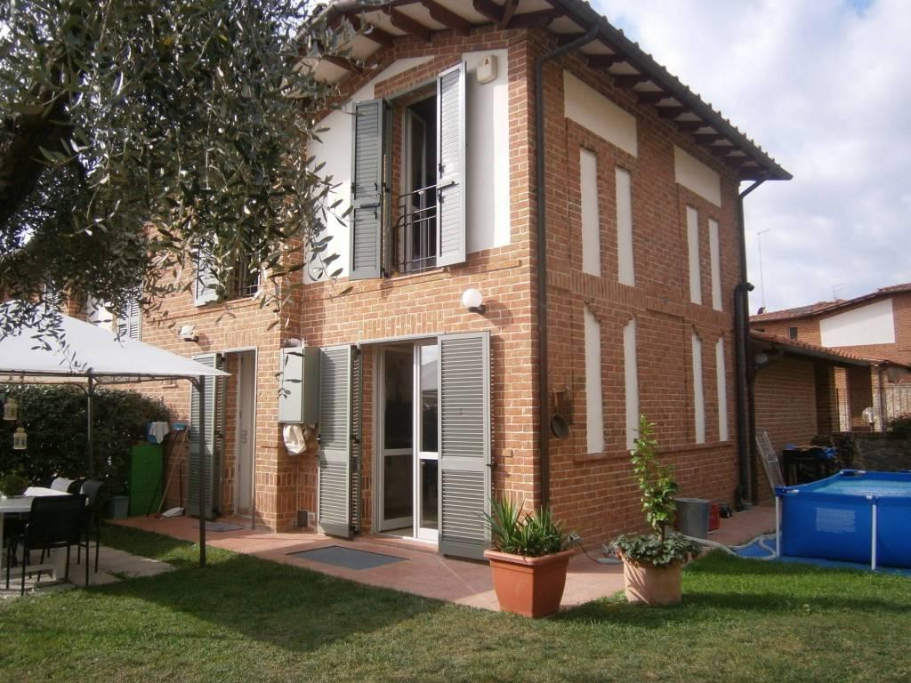 Appartamento in ottime condizioni parzialmente arredato in vendita Rif. 8006082