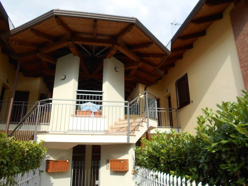 Appartamento in ottime condizioni arredato in affitto Rif. 8002132