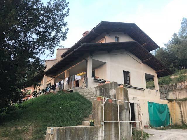 Villa in vendita a Monforte d'Alba, 5 locali, prezzo € 285.000 | CambioCasa.it