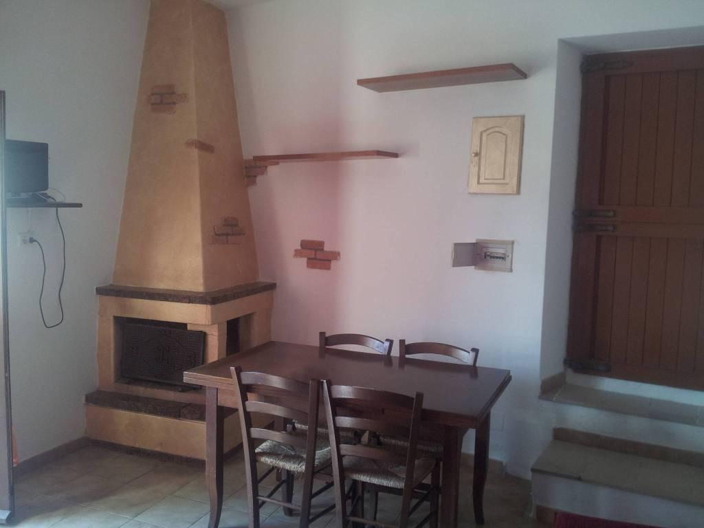 Appartamento in buone condizioni arredato in affitto Rif. 8006347