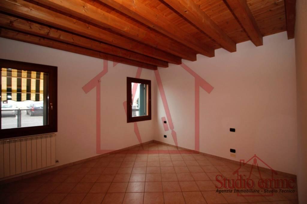 Appartamento in ottime condizioni in affitto Rif. 8002973