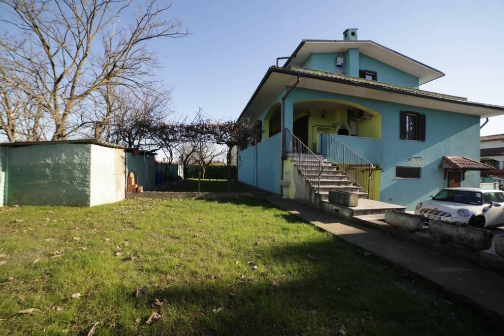 Villa in buone condizioni in vendita Rif. 8004947
