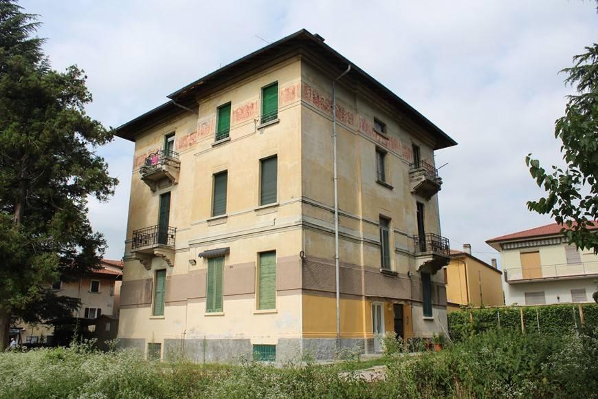 Appartamento in ottime condizioni parzialmente arredato in vendita Rif. 8399995