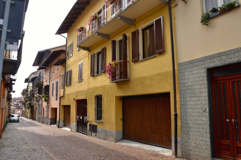 Appartamento in ottime condizioni parzialmente arredato in vendita Rif. 8005723