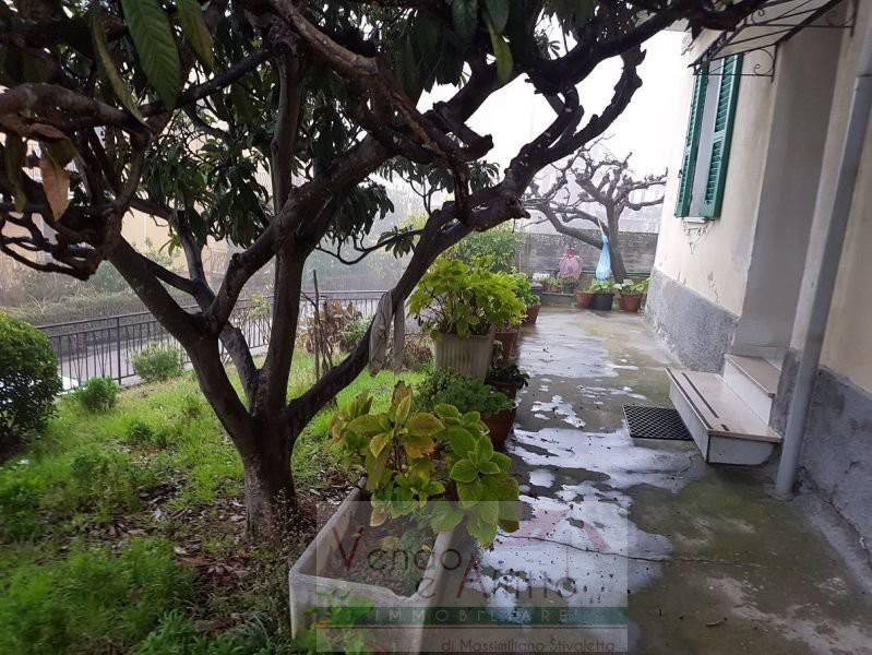 Stabile / Palazzo in buone condizioni in vendita Rif. 8004651