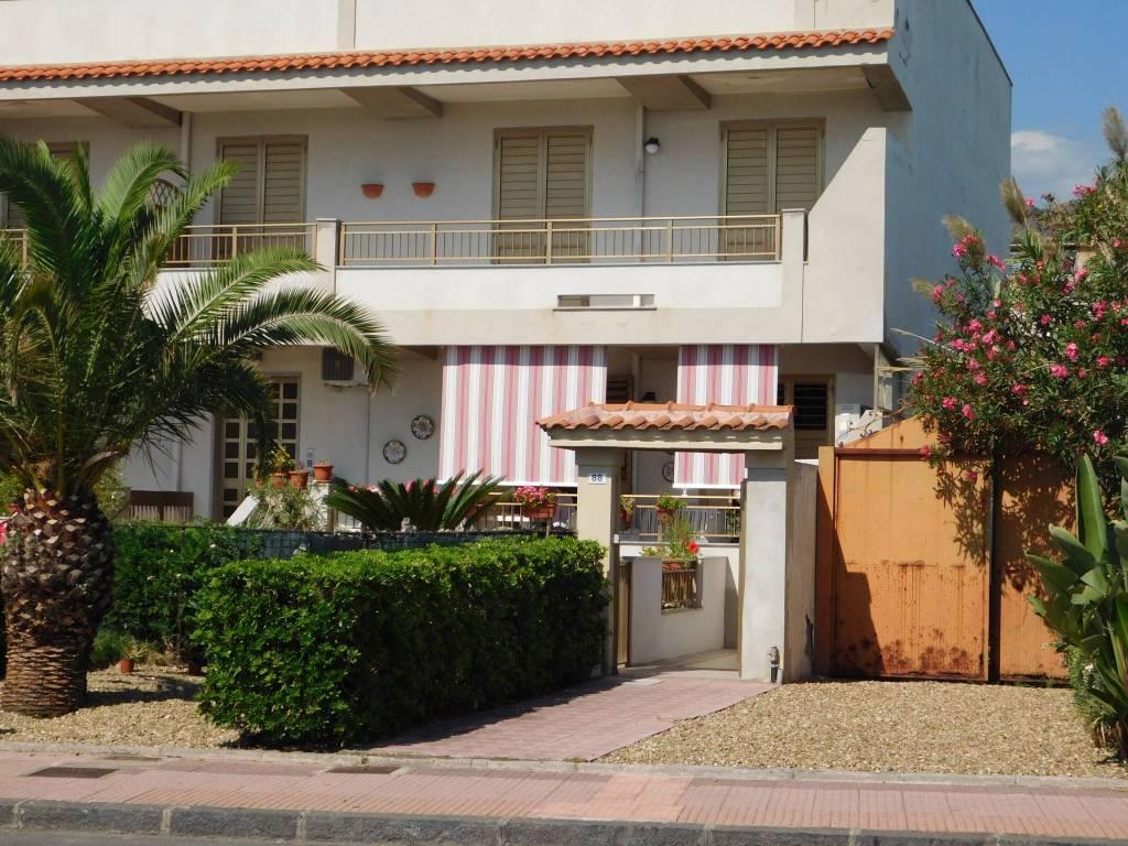 Appartamento in buone condizioni parzialmente arredato in vendita Rif. 8002817