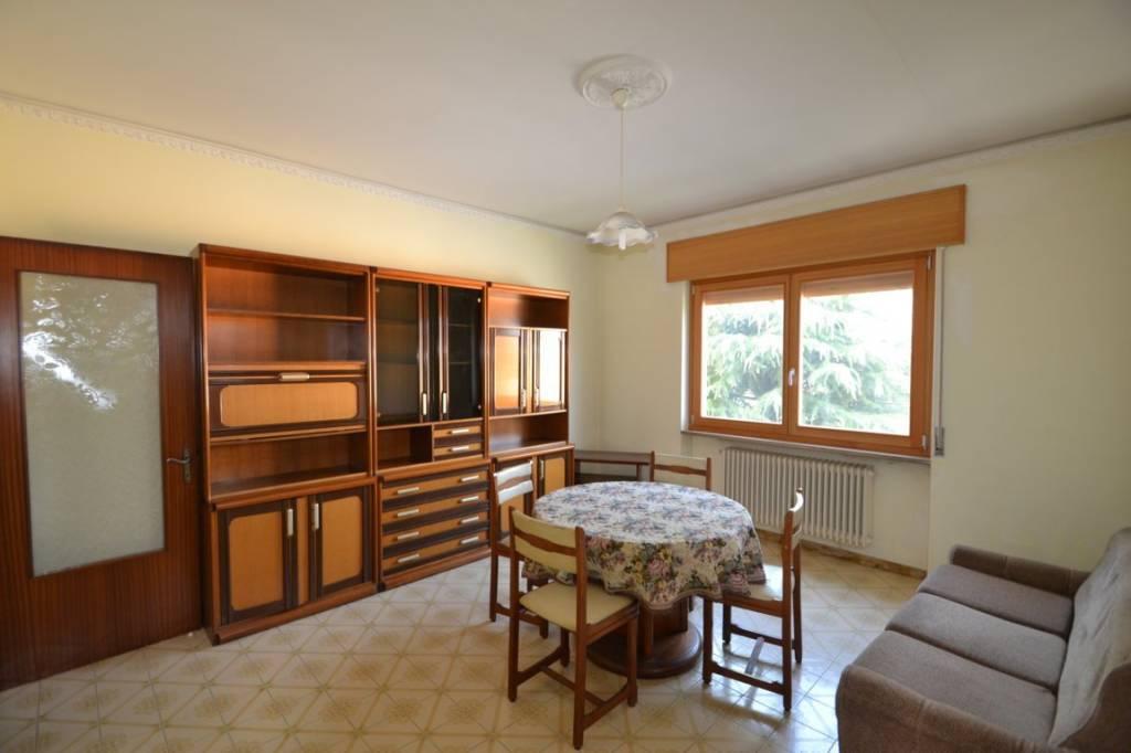 Appartamento in buone condizioni parzialmente arredato in affitto Rif. 8004043