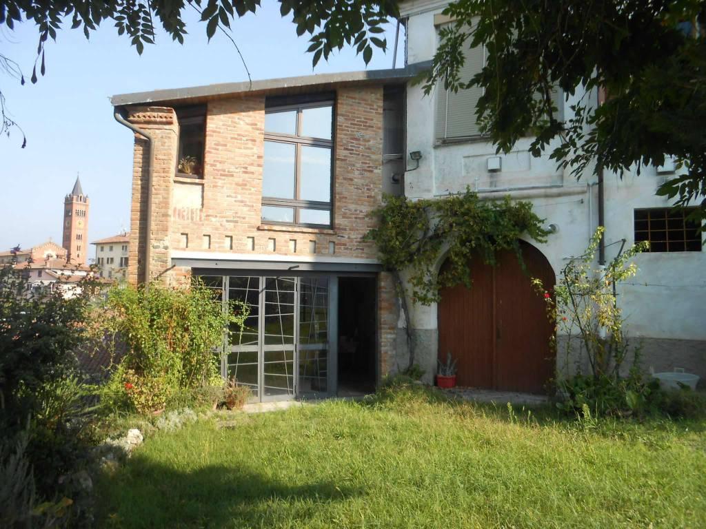 Palazzo / Stabile in vendita a Cortazzone, 10 locali, prezzo € 120.000   CambioCasa.it