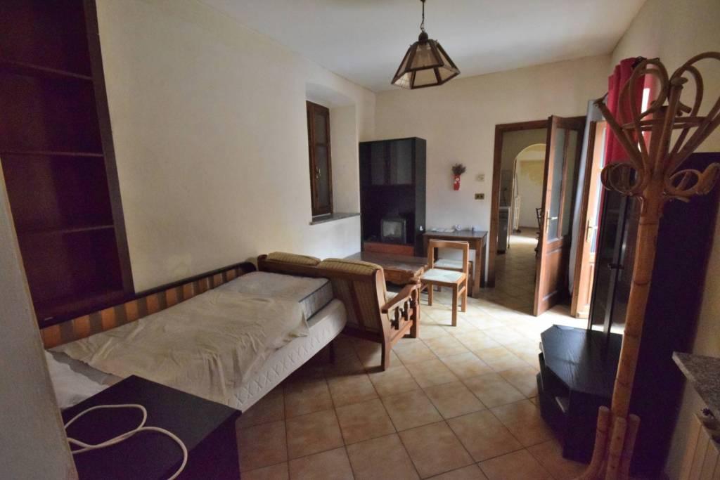 Appartamento in buone condizioni arredato in affitto Rif. 8005720